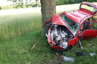 Auto kompletnie rozbite, kierowca w szpitalu