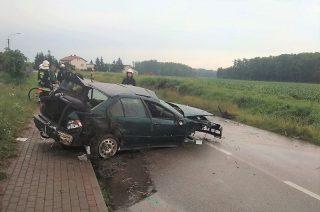 Zginął 21-letni kierowca BMW. Uderzył w betonowy przepust