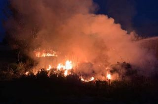 Wyjechali do pożaru traw a się okazało, że płonęły śmieci