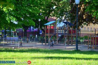 Rodzice będą sobie sami dezynfekować miejski plac zabaw?