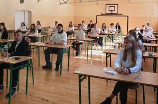 Koronawirus i egzaminy ósmoklasistów w SP 7