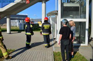 Dwie osoby uwięzły w windzie na wiadukcie Szreńskim