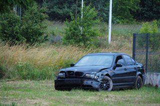 Kierowca BMW uderzył w płot na Szpitalnej