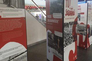 """Rocznicowa wystawa o """"Solidarności"""" w hali Dworca Centralnego"""