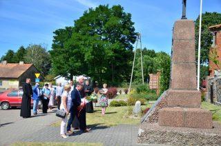 Stanęli pod pomnikiem, by uczcić bohaterów z 1920 roku