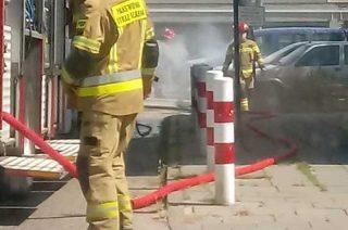 Pożar samochodu w centrum miasta