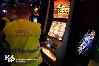Nielegalne automaty skonfiskowane. Za ich posiadanie grożą surowe kary
