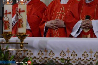 Kapłani odprawią trzy msze św. w intencji zmarłych na Covid-19