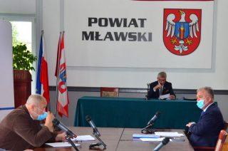 Nadużywanie trybu korespondencyjnego sesji i komisji degraduje znaczenie rady powiatu