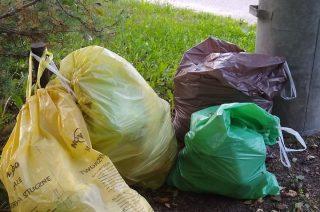 Przez weekend nie było komu zabrać śmieci