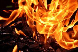 Mława. Pożar dużego grilla na tarasie