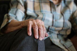 Lipowiec Kościelny. Senior wpuścił do domu nieznaną kobietę, stracił oszczędności