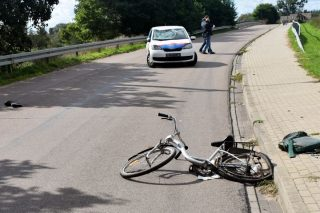 Wypadek na moście w Radzanowie, ranny rowerzysta