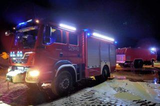 Pożar pojazdu w żwirowni w Unikowie