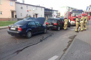 Zderzenie dwóch aut koło wiaduktu na Sienkiewicza