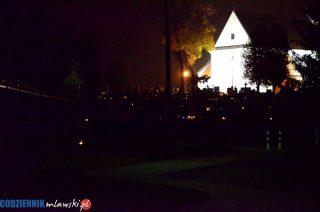 Smutne, puste i niemal ciemne cmentarze