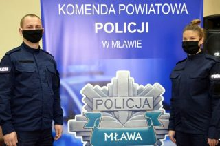 Mławska komenda liczniejsza. Dwójka policjantów złożyła ślubowanie