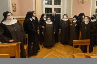 Bp Piotr Libera odwiedził Przasnysz. Do Płocka wrócił z bezdomnym kotkiem [FOTO]
