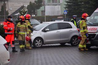 Zderzenie ciężarówki z osobówką na Płockiej [fot]