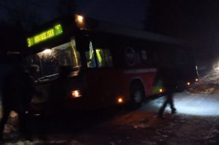 Autobus MKM-ki w rowie. Karambol koło wieży