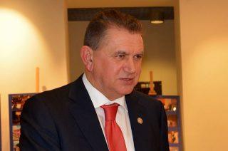 Szybka decyzja burmistrza Płońska o szczepieniu. Są jednak kontrowersje