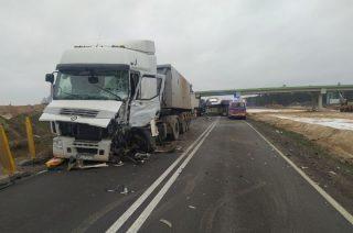 Poważny wypadek między Glinojeckiem a Strzegowem. Siódemka zablokowana [FOTO]