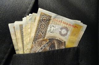 15-latek zapłacił w sklepie za zakupy banknotem z gry