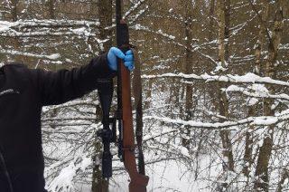 Leśnicy z Dwukół odnaleźli ukrytą broń i schwytali leśnych strzelców [FOTO]