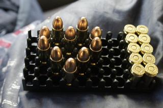 Nietrzeźwy, bez uprawnień i z nielegalną amunicją w aucie