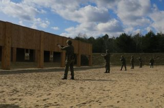 Terytorialsi testowali radomskie pistolety VIS 100