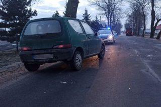 Szreńsk. Pijany kierowca Seicento uderzył w pługo -piaskarkę