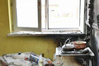 Wybuch gazu w budynku wielorodzinnym w Dębinach. Jedna osoba ranna