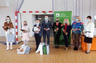 Uroczyste wręczenie dyplomów i nagród uczestnikom konkursu w Szkole Podstawowej w Zawadach [FOTO]