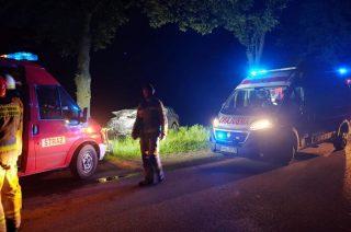 Wypadek w Liberadzu. Toyotą uderzył w drzewo [FOTO]