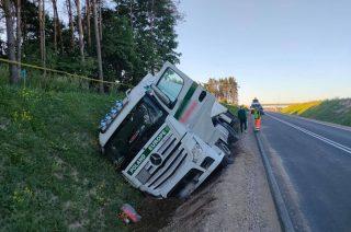 """Wywrócona ciężarówka na """"siódemce"""""""