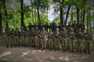 Kadeci Oddziału Przygotowania Wojskowego szkolą się pod okiem mazowieckich terytorialsów