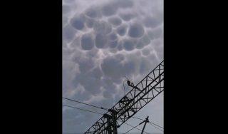 Tajemnicze chmury nad Mazowszem. Zobacz nagranie!