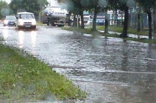 Wczorajsza ulewa i zalane ulice [FILM i FOTO]