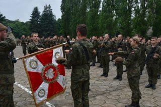 Wspólna przysięga uczniów klas mundurowych i terytorialsów
