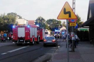 AKTUALIACJA: Zderzenie motocyklisty z rowerzystą w centrum Gruduska. Wezwano śmigłowiec LPR