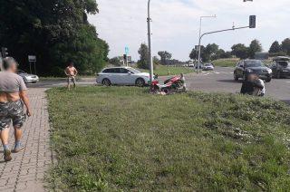 Ford uderzył w motorowerzystę. Wypadek na skrzyżowaniuul. Warszawskiej z siódemką