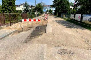 Zdewastowana ulica Zabrody, kierowcy uszkadzają zawieszenia [FILM,FOTO]