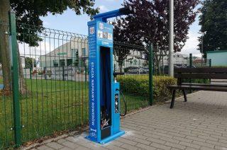 W Mławie zamontowano trzy stacje naprawy rowerów