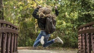 GIS przypomina: zbyt ciężki plecak jest groźny dla zdrowia dzieci