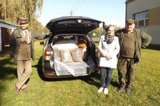 Dzieci z SP w Bogurzynie zebrały karmę dla dzikich zwierząt na zimę